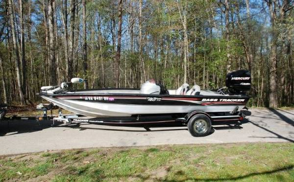 Used 07 Tracker Pro Team 190 TX 19 Bass Boat Merucry 90H - $1760