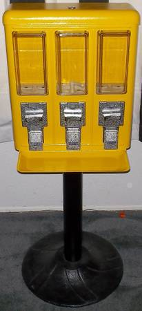 Triple Vend Three Section Yellow Metal Quarter Candy Vending Machine - $75 (Spring)