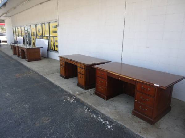 USED EXECUTIVE OFFICE FURNITURE DESK TRADITIONAL DESK - x0024275 (HOUSTON)