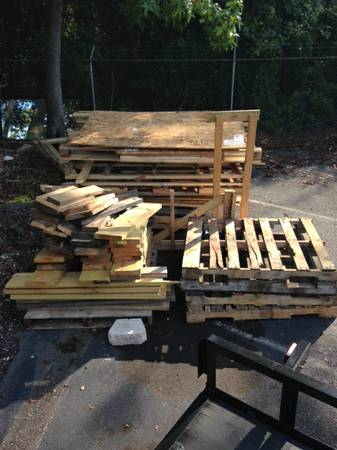 Free Wood and Pallets (Conroe TX -1488)