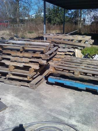 Free Pallets available Monday 217 (45N West)