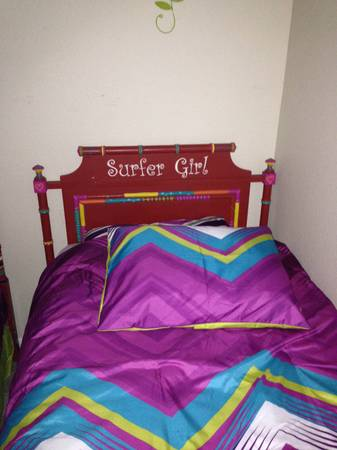 Twin Beds, Broyhill, Mattress included Beautiful Hand Painted - $275 (Conroe)