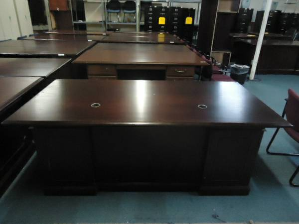 $375 PRE OWNED OFFICE DESK EXECUTIVE LAWYERS OFFICE DESK FREE DELIVERY - $375 (ALEX OFFICE FURNITURE 281 785 4489)