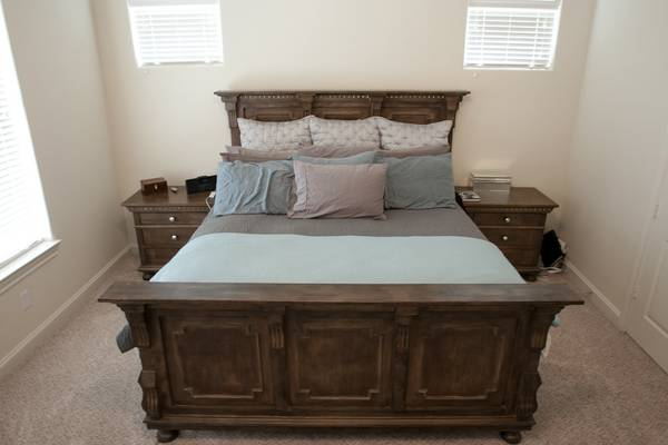 Gorgeous St. James Collection Bedroom Set (Heights)