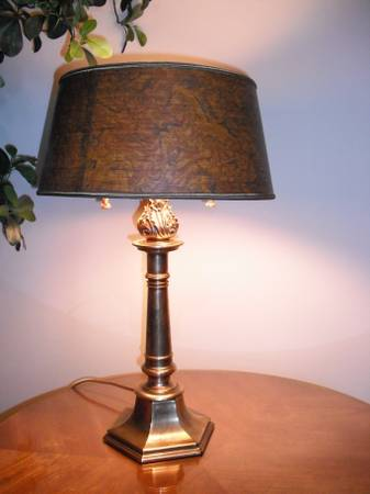 Very Pretty RARE Vintage Stiffel Table l WFaux Tortoise Shade - $225 (The Woodlands)