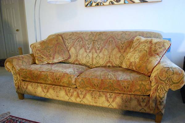 DREXEL HERITAGE SOFA living room Couch upholstered footed old world - $800 (The Woodlands)