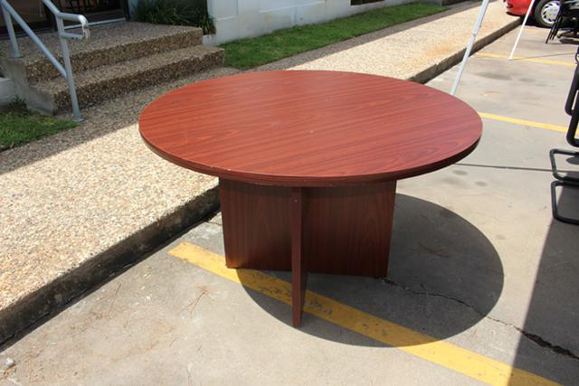 39  48 Round Table