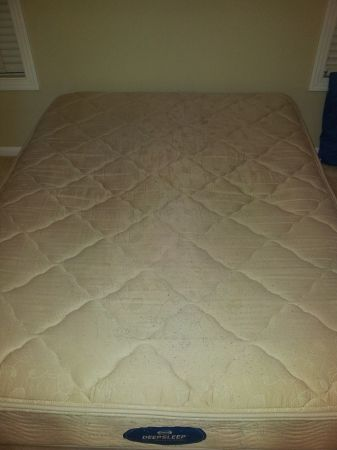 queen mattress deep sleep simmons - $150 (roseberg- obo)