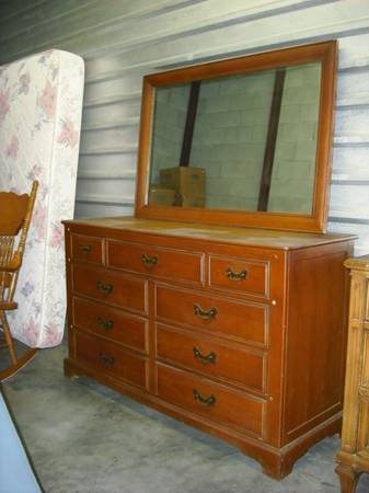 wood Dresser with mirror by Link Taylor - $75 (Sugar land)