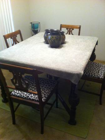Hardwood dinning room table plus chairs - $180 (Post oak area)