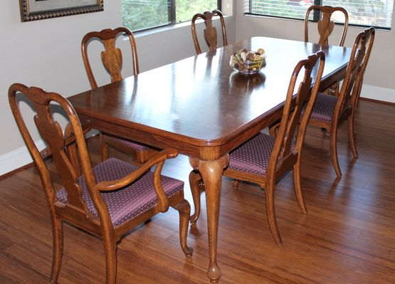 Ethan Allen Canterbury Oak Dining Room Table Custom Rug - $1250 (MontroseMidtown, Houston)