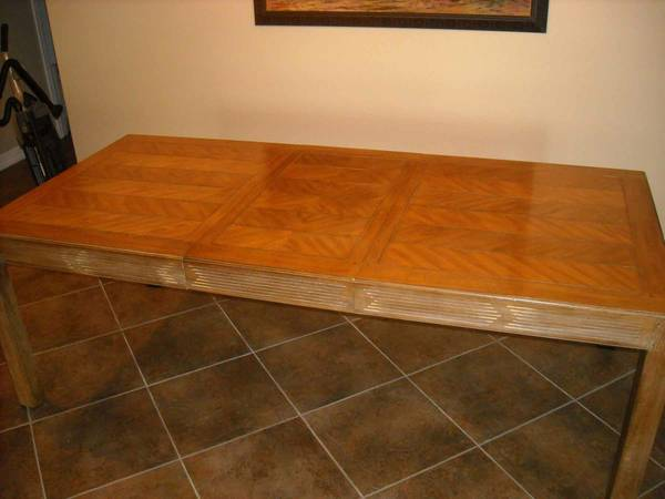 ----DINING TABLE ----- DREXEL HERRITAGE - LOUIS SHANKS - $825 (Tomball The Woodlands)