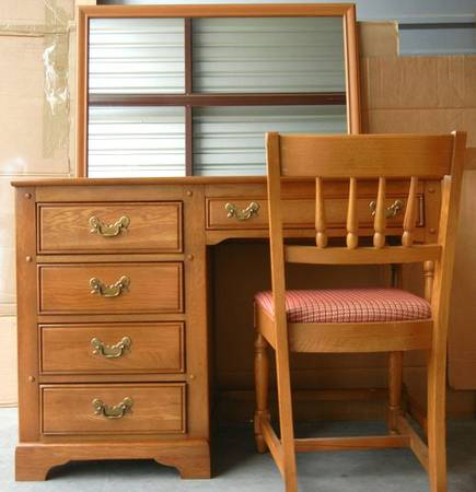 Desk, Chair and Mirror - Link Taylor - $185 (Copperfield W Hou)