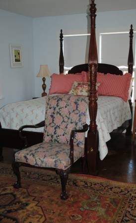 Queen Mahogany Rice Bed - $750 (Galleria Tanglewood)