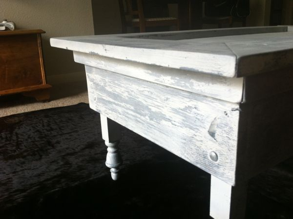 COFFEE TABLE - ANTIQUE VINTAGE - $80 (Medical Center)
