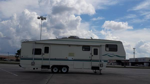 1999 Prowler 32ft 5Th Wheel 2SLIDES SLEEPS 6 FRONT LIVEING ROOM (SPRING TX)