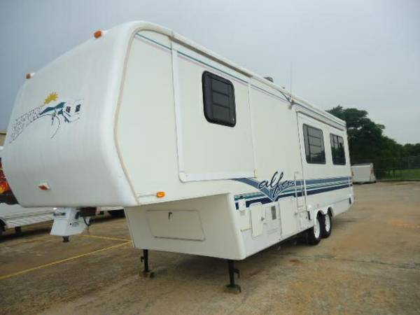 1996 ALFA SEE-YA 5TH WHEEL 2 SLIDE OUTS LOADED WITH LUXURY OPTIONS - $11800 (32FT LIKE BRAND NEW BASEMENT AC AWESOME)