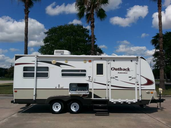 2009 OUTBACK KARGOROO LITE BY KEYSTONE 27FT TOYHAULER JUST LIKE NEW (TOMBALL TX)
