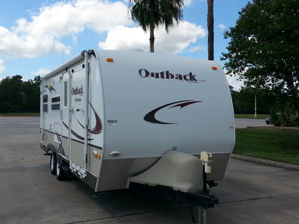 2009 OUTBACK KARGOROO LITE BY KEYSTONE 27FT TOY HAULER SLEEPS 8 (spring tx)