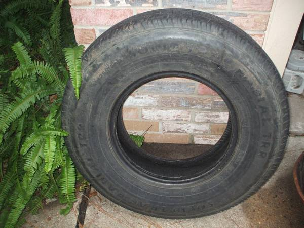 2358516 RVTRAILER G RATED TIRE AT LEAST 90 TREAD - $60 (PEARLAND)