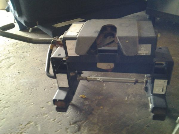 husky ez roller fifth wheel hitch - $450 (pearland)