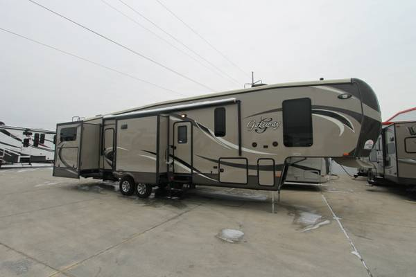 GATEWAY 3650 BUNK HOUSE FIFTH WHEEL  5 SLIDES  1   BATH   DALLAS AREA