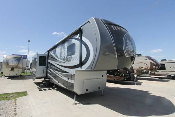REDWOOD 38GK FIFTH WHEEL BY THOR  DALLAS AREA