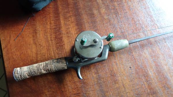 Antique True Temper Raider Steel Square 55-12 Fishing Rod with Reel - $30 (Cypress texas)