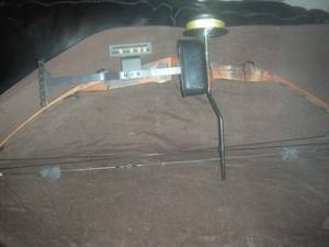 HOYT EASTON COMPOUND BOW W,  CASE,  NEW STRING,  SIGHTS - $100 (Texas city)
