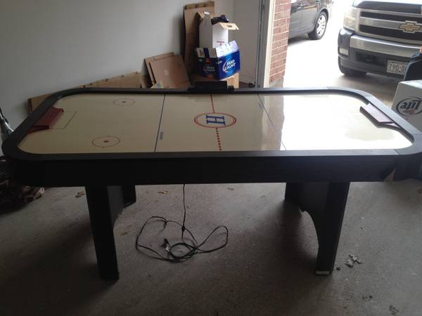 Nice Air Hockey Table Good Condition - x00241 (katy tx)