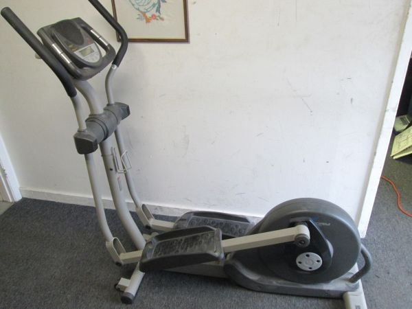 ProForm Elliptical Machine -gt - $80 (99 Braeswood Square. Delivery available.)
