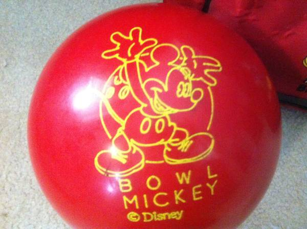 DISNEY MICKEY MOUSE BOWLING BALL AND CASE 8.5lbs excellent  - $35 (Katy 77449)