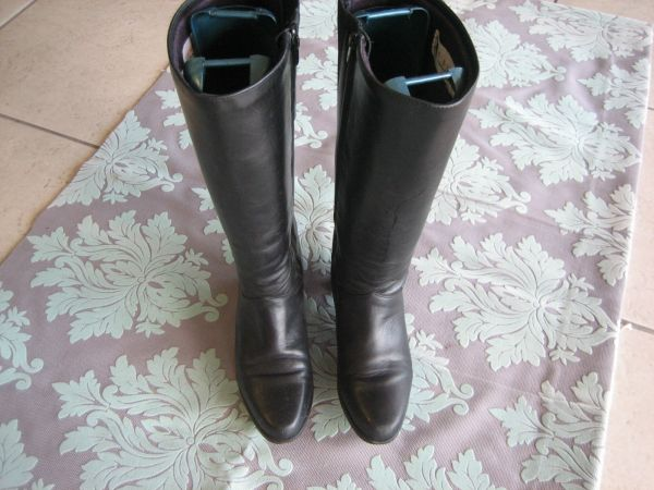 REGENCE HORSE RIDING BOOTS SIZE 9 M MADE IN CANADA - $40 (tomball)