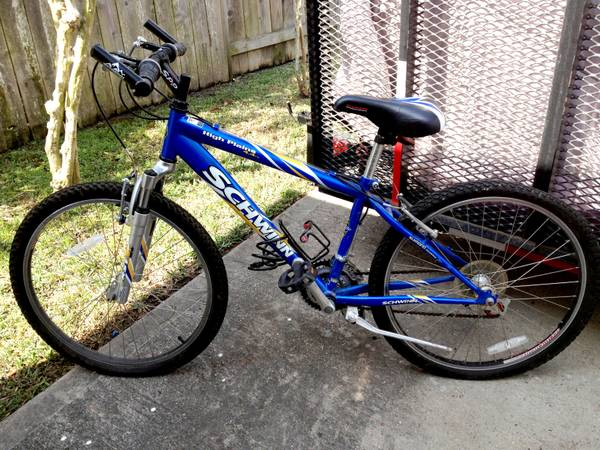 Schwinn High Plains Womens Girls Mountain Bike - Like New Bicycle - $75 (League City)