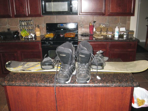 Kemper snowboard and Boots - $250 (North Houston)