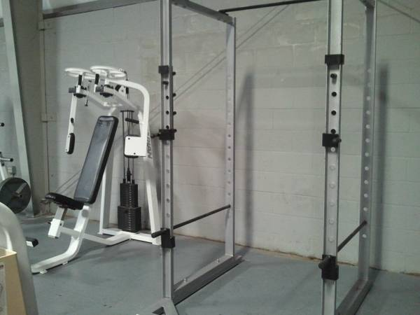 USED COMMERCIAL GYM EQUIPMENT (houston)