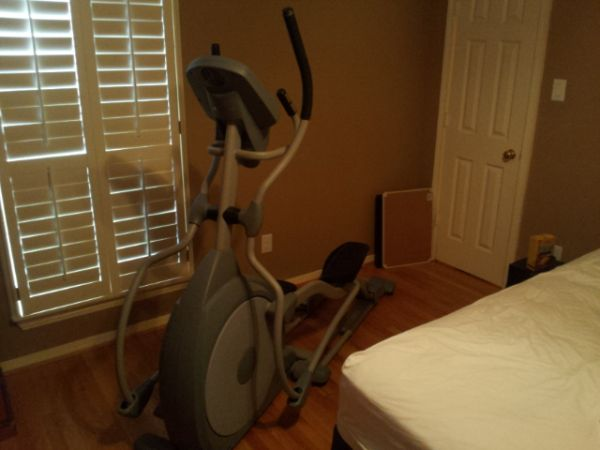 runningwalking elliptical workout machine - $750 (77008)