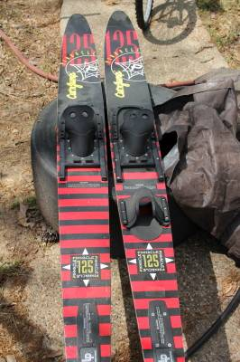 Pinnacle CUt n Jump 125 water skis - $65 (WoodlandsSpringGreenspoint)