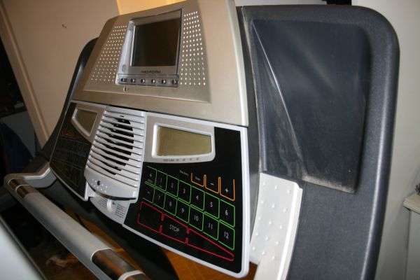 ProForm 1500 Treadmill wTV - $400 (The Woodlands)
