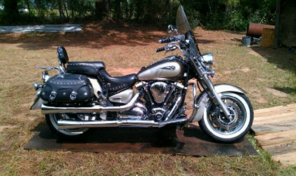 YAMAHA ROAD STAR 1700 - $6800 (CONROE )