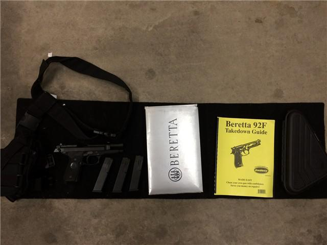 500  Beretta 92FS 9mm w3mags  holsters  case
