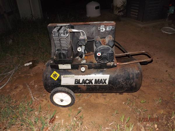 Black Max Air compressor - $125 (splendora)