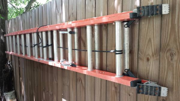 24 ft. Werner Fiberglass extension ladder - $120 (SE)