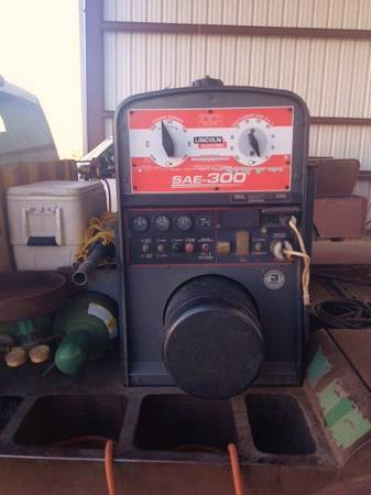 LINCOLN SAE 300 WELDER