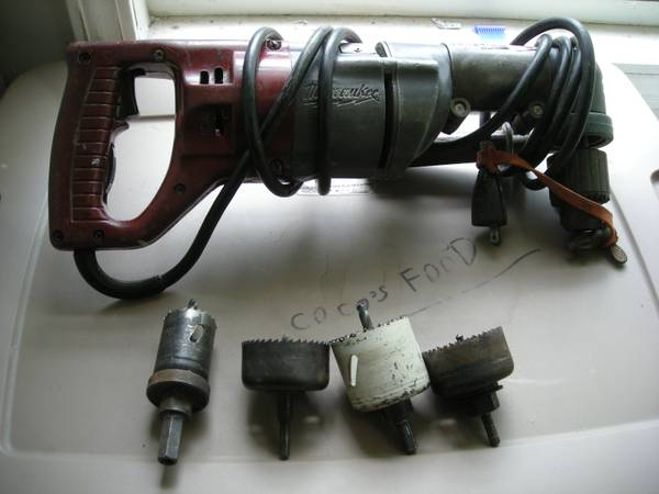 Milwaukee 1107-1 12 Right Angle Drill..WITH 4 HOLE SAW BITS - $100 (290)