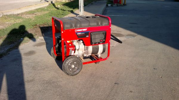Troy-Bilt Generator 5550 Watts 8550 Starting Watts - $850 (Pasadena 77506)