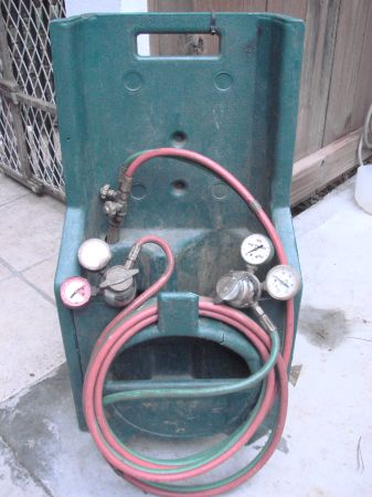 Small Uniweld Torch Set with tote HVAC - $100 (Kingwood)