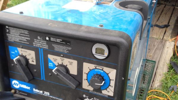 welding machine (gas)miller225 like new - $4500 (baytown tx)