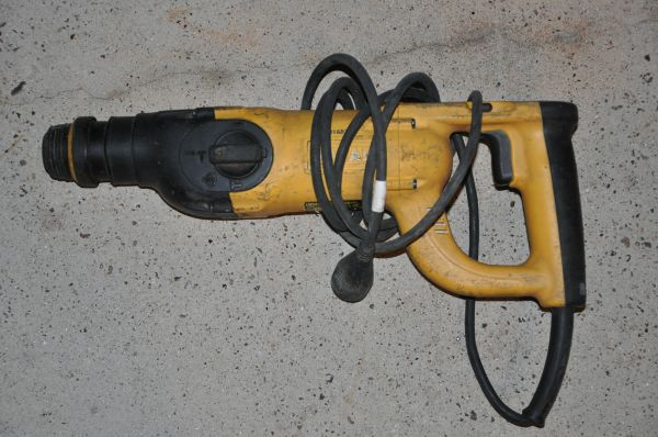 DeWalt D25213 concrete drill, SDS rotohammer works great - $79 (North Houston)