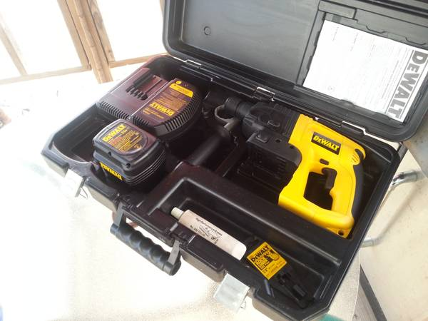 24VOLT 78 DEWALT CORDLESS ROTARY HAMMER.....BRAND NEW CONDITION - $250 (CHANNELVIEW)